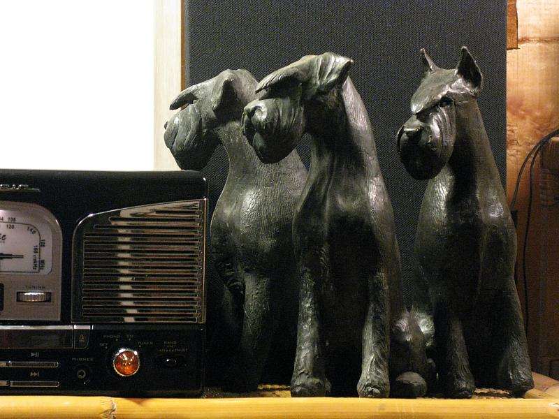 The Schnauzer and the bronze Art_bronzi_ambientazione